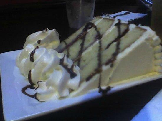 Finn's Irish Pub : Finn's Bar Harbor Wedding Cake