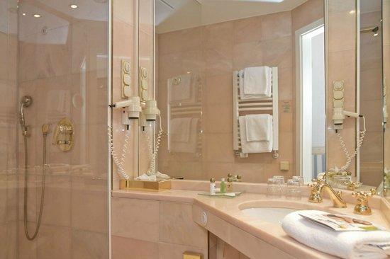 SEETELHOTEL Strandhotel Atlantic: Badezimmer