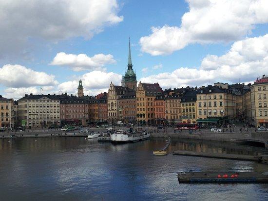 Hilton Stockholm Slussen: ホテル前からガムラスタンを撮影