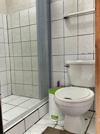 Hostel Sabana : Bathroom in Bunkhouse