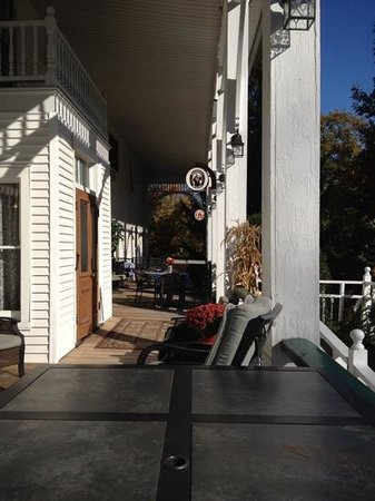 Bavarian Manor Country Inn & Restaurant: Side porch of the Inn