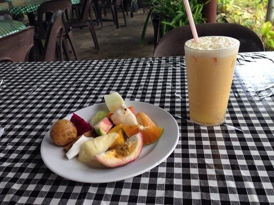 Tropical Fruit Farm: some of the fruits i picked off the buffet and my awesome fruit juice