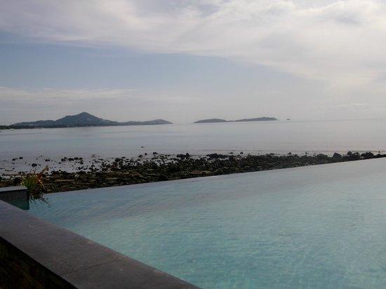 The Sarann: Piscina vista oceano