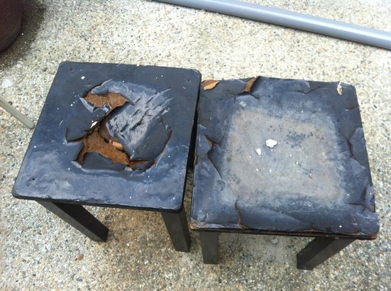 Number Eight Guesthouse: damaged desks in the courtyard
