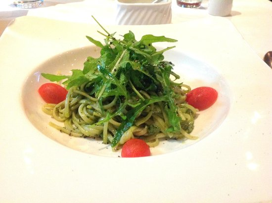 Giovino Restaurant : linguine al pesto genovese