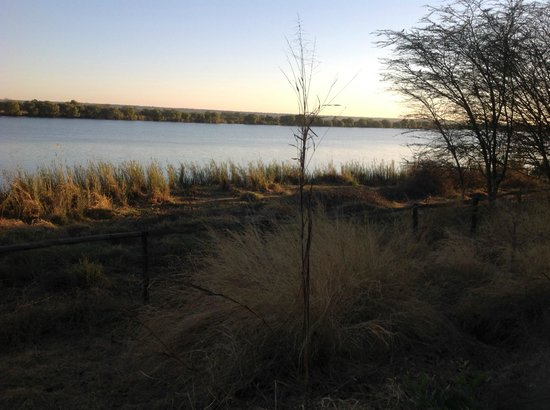 Chobe Bakwena Lodge: sunrise from room