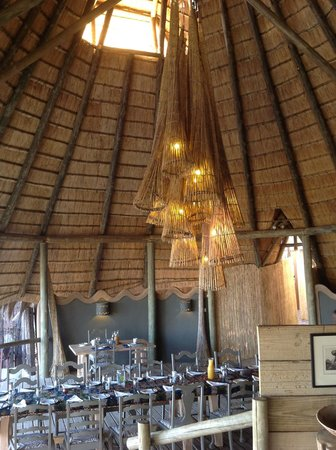 Chobe Bakwena Lodge: Fishtrap light fitting