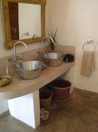 Chobe Bakwena Lodge: simple fittings