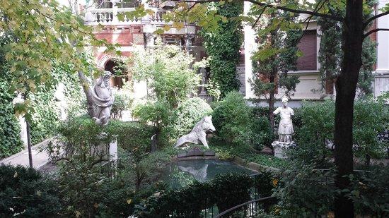 Museo Cerralbo: garden