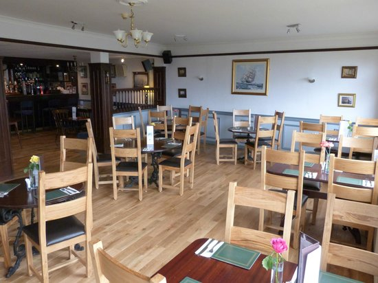 Kilcreggan Hotel: Our recently refubished bar and restaurant.