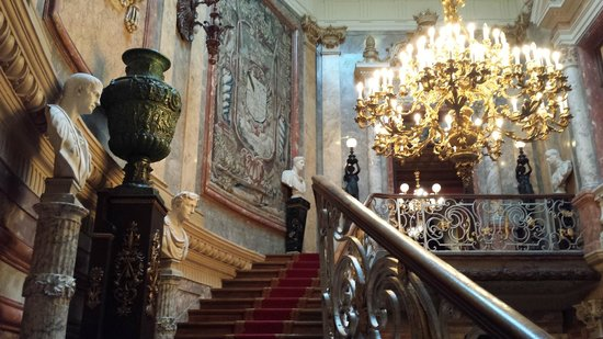 Museo Cerralbo: staircase