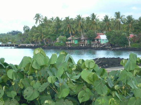 Va-i-Moana Seaside Lodge : Fales from the road