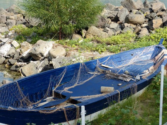 Hotel Sporting Baia : Boot am Strand von Giardini Naxos