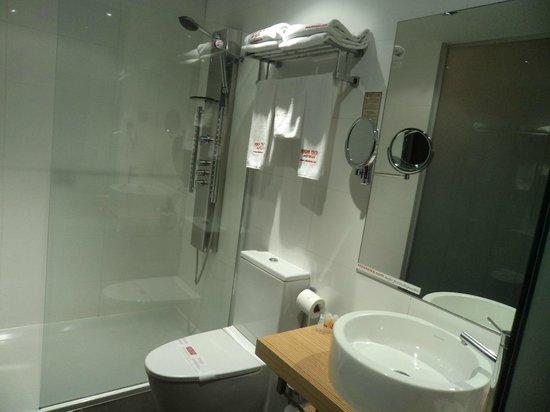 Petit Palace Alcala : El baño, lo mejor la ducha