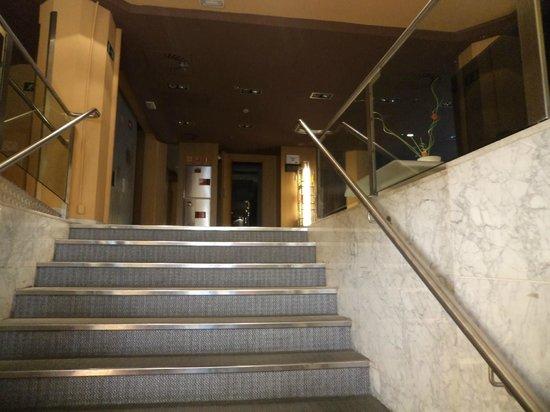 Petit Palace Alcala : entrada al hotel