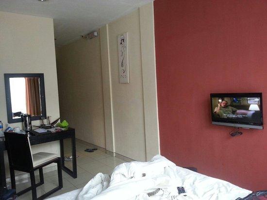Puri Chorus Hotel: The room