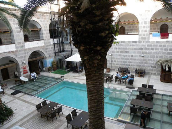 Kanuni Kervansaray Historical Hotel: The insite court