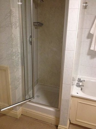 Riverside Hotel: for £200 a night was hoping to get the both of us in the shower