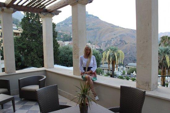 The Ashbee Hotel: огромная терраса в номере с прекрасным видом))