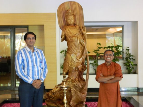 Green Park - Visakhapatnam: Sculpture in hotel lounge