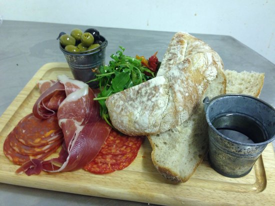 Town Street Tavern: Anti pasti platter for 1