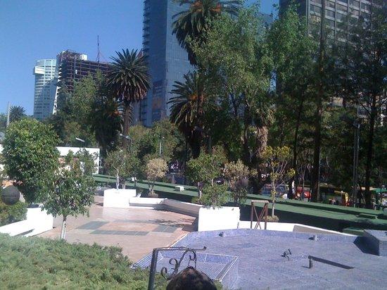 Sheraton Mexico City Maria Isabel Hotel: Paseo Reforma vom Hotel (1.Etage)