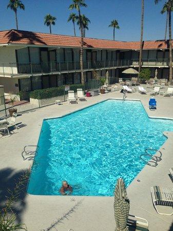 Ramada Mesa: Varm skön pool