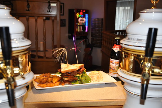 Hotel Sassor: essen an der Theke