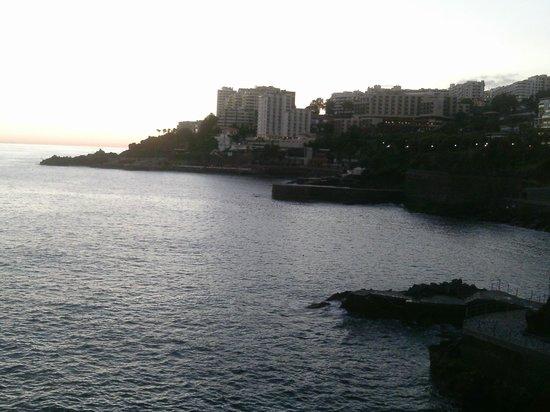 The Jardins d'Ajuda Suite Hotel : vista del hotel desde el paseo maritimo!