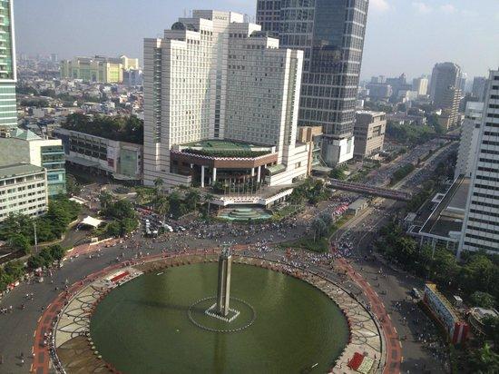 Mandarin Oriental, Jakarta: Crowd on car-free-day event every Sunday