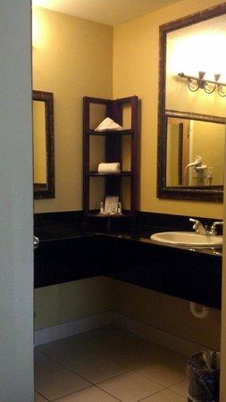 Baymont Inn & Suites Celebration: Huge vanity area
