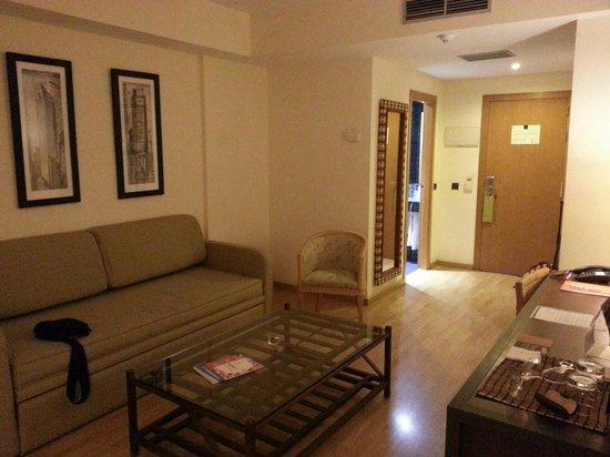 Hotel Silken Puerta Malaga : Sitting Room