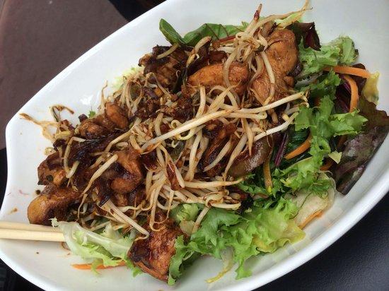 ZOA : Chicken Thai salad