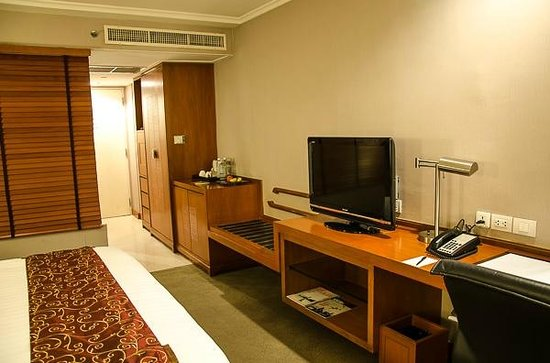 Dusit Thani Bangkok: Superior Room