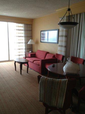 Courtyard Virginia Beach Oceanfront/North 37th Street: Roomy bedroom facing ocean