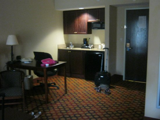 Comfort Suites Airport: our room