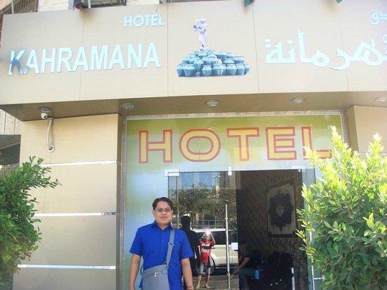 Kahramana Hotel : Me @ Hotel's Hacade