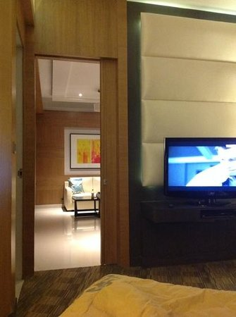 Meluha The Fern - An Ecotel Hotel, Mumbai: the suit room.