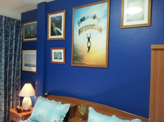 Summer Breeze Inn Hotel: Picture on the wall