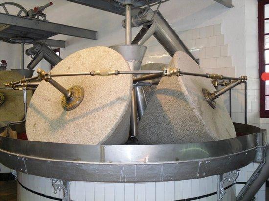 Nunez de Prado- Fabrica de Aceite de Oliva Ecologico: Mahlsteine
