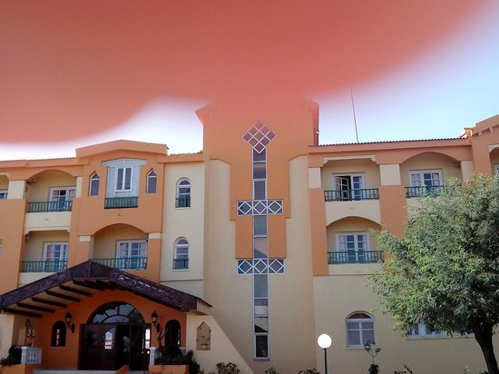 Ain Draham, Tunisia: Facade Hotel