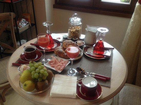 B&B Santo Stefano : Breakfast is served!