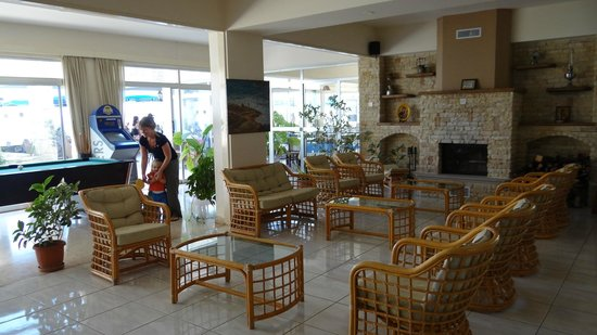 Aphrodite Beach Hotel: Lounge and Billiard room