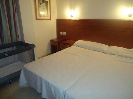 Apartamentos Turisticos Don Juan: habitación