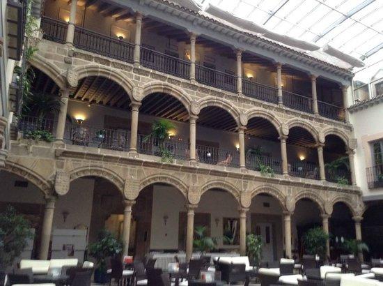 Palacio de los Velada: El claustro, espectacular