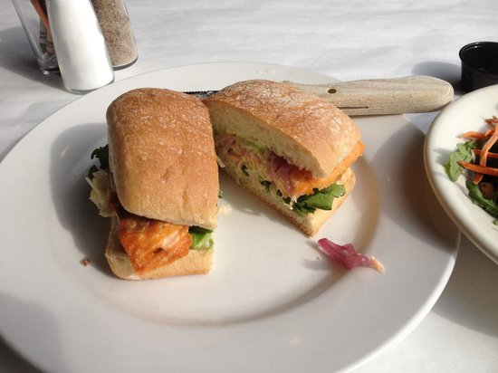Fratello's Riverfront Restaurant: Salmon sandwich
