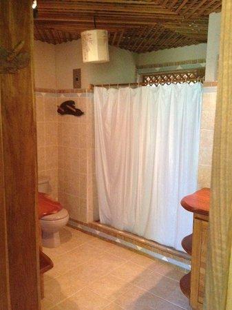 La Finca Chica: Bathroom