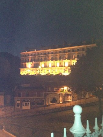 The Mount Hotel : Front of hotel at night