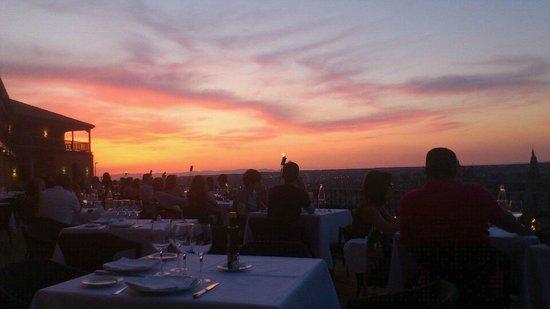 Parador de Toledo : Puesta de sol desde la terraza, cenando.