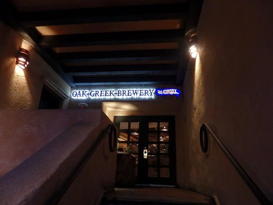 Oak Creek Brewery & Grill: お店Entrance